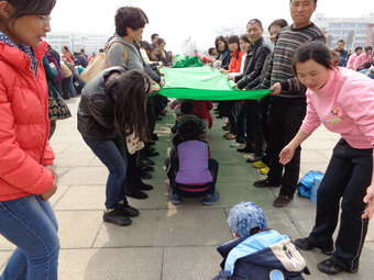 2013年植树节亲子活动二_开源路园_悦贝儿幼儿园_蒙氏